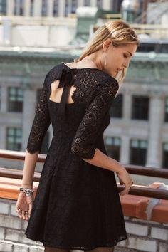 Robe Karline - Sézane Prix : 145€ // #sezane #robenoire #robe #minirobe #dentelle #dosnu #noeud #prn #reveillon #nouvelan #robedesoiree #tenuedesoiree #mode #modechic #ah2017