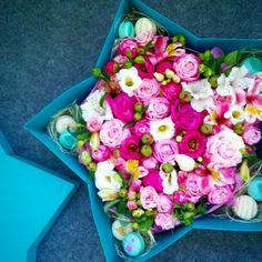 #box #macaron #flowers #pink #star #pion #звезда #коробка #пионы #цветывкоробке #loveflowersbox коробочка с цветами и макарон сладостями Киев