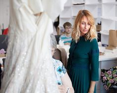 Reportage dans les ateliers des grandes maisons de couture... Lanvin, Camelia Chanel, Dior, Bell Sleeves, Bell Sleeve Top, Jimmy Choo, Dresses With Sleeves, Long Sleeve, Beadwork