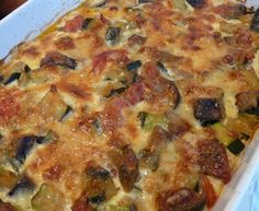Zucchini, eggplant and tomato au gratin with Comté Vegetarian Zucchini Recipes, Healthy Breakfast Recipes, Veggie Recipes, Healthy Cooking, Cooking Recipes, Healthy Recipes, Zucchini Aubergine, Eggplant Dishes, Scones Ingredients