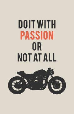 Triumph Bonneville-Poster - tun Sie es mit Passion #1 (11 x 17 Zoll)    Tun Sie es mit Leidenschaft oder gar nicht Motorrad Poster mit einer Silhouette
