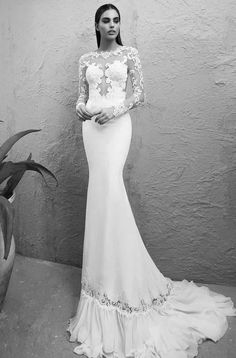 The best selections of sexy wedding dresses are here! These wedding dresses from Michal Medina 2015 collection prove that sexy and tasteful can coexist. Old Fashioned Wedding Dresses, Old Wedding Dresses, Popular Wedding Dresses, Custom Wedding Dress, Wedding Dress Styles, Vintage Dresses, Mod Wedding, Trendy Wedding, Shapewear For Wedding Dress