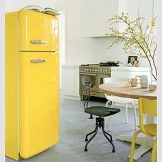 #frige #yellowinterior #refrigerator #interiør #interiur #interiorlove #interiørdesign #interiordesign #interior #homedecor #kitchen #homestyle #homedesign #homedesignblog #trend #trends