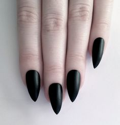//black pointed nails// | glanni's exact nails in my hc tho | glanni aes