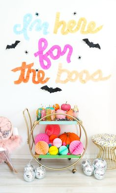 A Kailo Chic Life: Say It With Crepe Paper - Ruffled Typography Party. Happy Halloween, Modern Halloween, Adult Halloween Party, Halloween Birthday, Holidays Halloween, Spooky Halloween, Halloween Pumpkins, 17 Birthday, Halloween Stuff