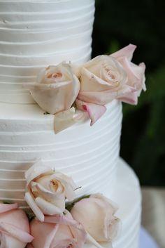 Elizabeth burgi Photography #Kingshawaiian #kings #roses #cake #weddingcake #love #bakery #torrance #cake #california #paradisecake