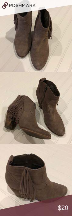 """Steve Madden fringe booties, Sz 7.5 Inside zippers Outside fringe 3.5"""" wooden heels Some wear on suede above heels Steve Madden Shoes Ankle Boots & Booties"""