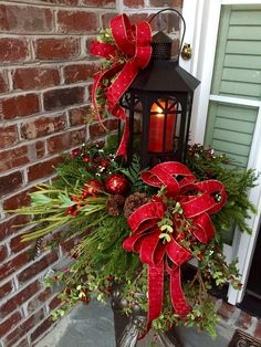 50 DIY Christmas Lantern Decoration Ideas for a Merrier & Brighter Home - Ethinify Lantern Christmas Decor, Christmas Urns, Christmas Planters, Christmas Front Doors, Christmas Arrangements, Outdoor Christmas Decorations, Christmas Centerpieces, Christmas Wreaths, Pallet Wood Christmas Tree