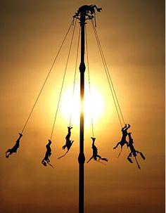 The flying men of #Mexico: Los voladores de Papantla - Veracruz, Mexico