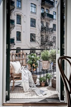 Cool 37 Unique View Design Ideas For Balcony Apartment That Make You Cozy. Transforming your balcony into useful lively space is not a very difficult task. If your balcony is connected to your […] Tiny Balcony, Balcony Plants, Balcony Ideas, Balcony Gardening, Gardening Blogs, Organic Gardening, Paris Balcony, French Balcony, Modern Balcony
