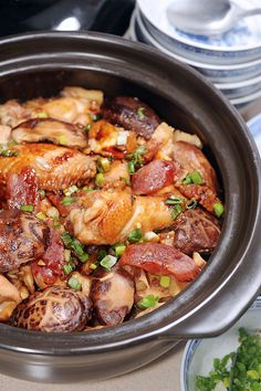 Cantonese claypot chicken and rice Claypot Rice Recipe, Claypot Recipes, Claypot Chicken Rice, Chinese Sausage, Chinese Chicken, Chinese Food, Cantonese Food, Chinese Vegetables, Asian Recipes