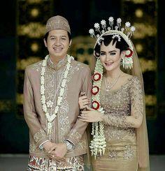 Inspired by @nanangsupriyadi_photography rom the wedding of Mentari & Fahmi wedding http://gelinshop.com/ipost/1524453292867740388/?code=BUn8jFmDmLk