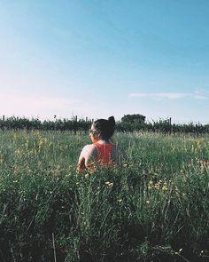 Immer wenn ich mit dem  meine Runde drehe möchte ich mich gerne in die Wiesen setzen und für einen Moment den Wind auf meiner Haut spüren den Grillen und Vögeln lauschen und für ein paar Minuten einfach den Moment genießen.  Heute morgen habe ich genau das getan und es war soooooo wunderschön! Wann hast du zum letzten Mal etwas gemacht was du dir schon lange gedacht hast? . . .  #happygirl #sommeroutfit #outdoorliebe #naturliebe #naturmädchen #naturmädl #wildchildcommunity #adventurelife… Outdoor, Mountains, Couple Photos, Couples, Instagram, Nature, Travel, Simple, Today Morning