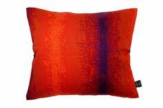 赤をベースに紫のラインがとても鮮やかなたった一つのヴィンテージクッション #cushion #cushioncover #クッション #クッションカバー #ヴィンテージ #アンティーク #vintage