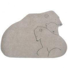 Le tapis enfant Famille ours de Art for kids a été confectionné avec un savoir-faire traditionnel ancestral. Il pourra décorer la chambre de votre enfant.