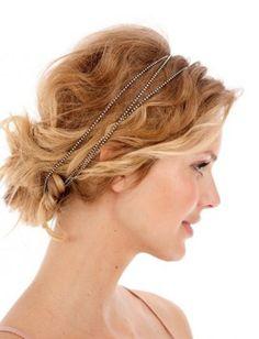 love her waves + vintage headpiece..
