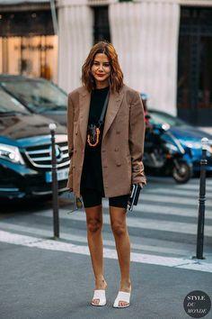Haute Couture Fall / Winter Street Style: Christine Centenera Christine Centenera by . Street Style 2018, Looks Street Style, Street Chic, Fashion Week, Look Fashion, Autumn Fashion, Fashion Outfits, Fashion Design, Bike Fashion