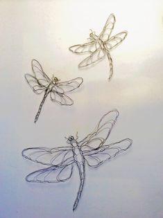 Deze zomer maakte ik een set van drie 2D Dragonfly draad sculpturen als onderdeel van een site specifieke aangepaste volgorde voor een luxe winkelcentrum in Los Angeles. Zoals ik werk in uitvoering fotos op mijn FB pagina gepost, mensen mij gevraagd als ik Dragonfly wireworks voor verkoop