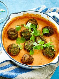 Courgettes in tomato and coconut sauce Recipe DELICIOUS- No, you don& need a hack for these delicious balls! You have to try this vegan recipe. # zucchiniköfte Courgettes in tomato and coconut sauce Recipe DELICIOUS Goldschmankerl Veggie Recipes, Beef Recipes, Vegetarian Recipes, Cooking Recipes, Delicious Vegan Recipes, Yummy Food, Healthy Recipes, Vegetable Soup Healthy, Coconut Sauce
