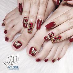 Acrylic Toe Nails, Toe Nail Art, Fancy Nails Designs, Toe Nail Designs, Vn Nails, Fiberglass Nails, Bride Nails, Sparkly Nails, Wedding Nails Design
