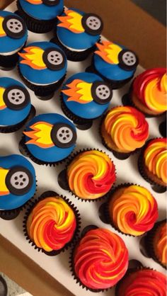 Awesome hot wheels cupcakes! - Yelp Hot Wheels Birthday, Race Car Birthday, Race Car Party, 4th Birthday, Birthday Ideas, Hotwheels Birthday Cake, Blaze Birthday Cake, Bolo Hot Wheels, Hot Wheels Cake
