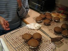 Recipe for Real Maine Whoopie Pies...loves the pictures on this blog too!!