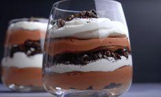 Ben jij dit jaar als uitverkorene gekozen om het kerstdessert te verzorgen? Dan is deze chocolademousse trifle met 3 ingrediënten 'the way to go'. Oreo Trifle, Low Carb, Pudding, Desserts, Drinks, Sweets, Tailgate Desserts, Drinking, Deserts