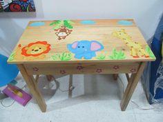 Mesita animales de la selva fabricada en madera de pino decorada y con acabado en barniz trasparente.  http://www.facebook.com/orokids
