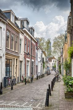 A visit to Utrecht in the Netherlands, discover its medieval old town, the charming St Martin's cathedral and Dom Tower. Then relax on the bustling canals. Places Of Interest, Travel Inspiration, Travel Ideas, Utrecht, Old Town, Land Scape, Travel Photos, Traveling By Yourself, Cathedral
