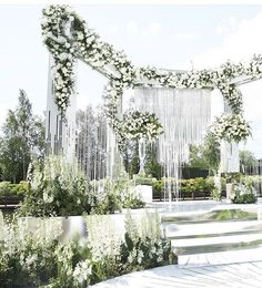 For the love of beautiful wedding setup, here we bring you this breathtaking inspiration from @mezhdu_nami_! Super in love with the incorporation of dazzling 700 hanging crystal strands and luscious floral arrangement that sets a dreamy, lavish, and sophisticated ambiance. What a pretty sight! Who's inspired? Share us your thoughts below! Image via @thebridestory
