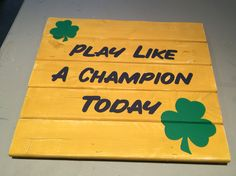 Notre dame pallet sign Pallet Art, Pallet Signs, Wood Signs, Crafts To Sell, Diy And Crafts, Noter Dame, Football Paintings, Diy Wall Decor For Bedroom, Football Crafts