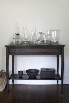 I like that this has the apothecary look but feels more modern - via desire to inspire, MariliForastieri