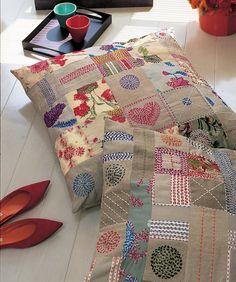 Des coussins en patchwork et pointillés