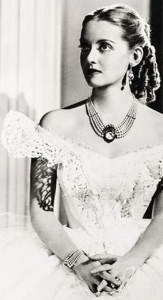 Bette Davis ...Jezebel 1938 - Director: William Wyler