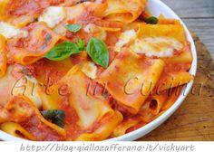 Paccheri alla sorrentina ricetta napoletana, primo piatto facile da preparare, ricetta veloce, pasta con mozzarella filante, primo saporito, pranzo della domenica