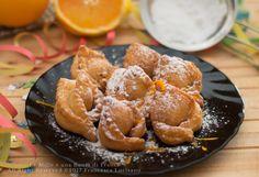 Pazzi per i dolci di Carnevale? Ecco i tortelloni alla crema pasticcera al profumo d'arancia, dei dolci di Carnevale golosi e semplici da preparare.