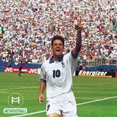 . یه زمانی نه مسی بود نه رونالدو یه زمانی طرفدارای فوتبال به دو دستهی مسیفن و رونالدوفن تقسیم نشده بودن  یه زمانی فوتبال بود و باجو و 10 تا ستارهی بزرگ دیگه که کنار هم فستیوال فوتبال رو میساختن  ما با اینا عاشق فوتبال شدیم by metafootball
