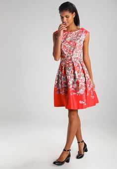 "Summer dress - red. Outer fabric material:97% cotton, 3% spandex. Fastening:zip. Total length:36.0 "" (Size 8). Back width:15.5 "" (Size 8). Details:deep pockets. Length:knee-length. Fit:tailored. Pattern:floral. Neckli..."
