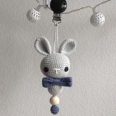 """Hæklet barnevognsophæng - 114 synes godt om, 14 kommentarer – @mormorshaekleliv på Instagram: """"Barnevognsophæng til Vincent💙 #hækle #hæklet #hækling #crochet #crocheting #crochetaddict #virkning…"""""""