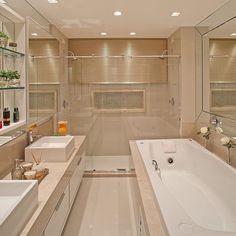 Um banheiro com duas duchas duas cubas mais uma hidromassagem não é pra qualquer um, mas sonhar não custa nada mesmo