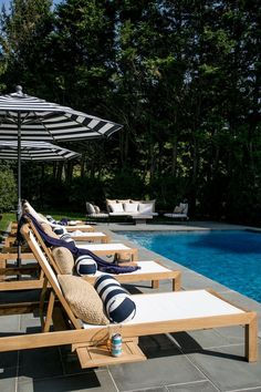 41 Ideas patio pool furniture seating areas for 2019 Ensemble Patio, Pool Patio Furniture, Outdoor Furniture, Kleiner Pool Design, Pool Lounge Chairs, Chaise Lounge Outdoor, Small Pool Design, Patio Seating, Seating Areas