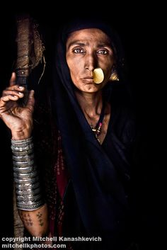 Portrait of a Rabari woman, Gujarat, India, by Mitchell Kanashkevich Tribal Women, Tribal People, We Are The World, People Around The World, Population Du Monde, Interesting Faces, World Cultures, Belle Photo, Traditional Dresses