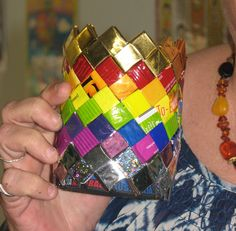 "Now you can have your chips and recycle them into a stubby cooler too. Video tutorial for making a flat bottom from ""candy wrapper"" weaves. For more weaving tutorials join The Junk Weavers Inc. Easy Crafts For Kids, Craft Activities For Kids, Candy Wrappers, Diy Bags, Reuse, Recycling, Weaving, Chips, Arts And Crafts"