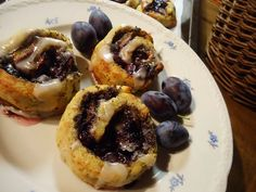 Bramborové šneky se švestkami a mákem - TopRecepty.cz Muffin, Breakfast, Food, Morning Coffee, Essen, Muffins, Meals, Cupcakes, Yemek