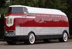 """General Motors ""Parade of Progress"" Bus"" ~retro-futurism General Motors, Cool Trucks, Big Trucks, Vintage Trailers, Vintage Cars, Retro Vintage, Classic Trucks, Classic Cars, Dream Cars"