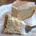 Creamy Keto Peanut Butter Cream Cheese Pie with a peanut crust! Creamy Keto Peanut Butter Cream Cheese Pie with a peanut crust! Keto Desserts Cream Cheese, Cream Cheese Pie, Cheese Pies, Cream Cheeses, Butter Cheese, Peanut Butter Cream Pie, Cheese Dessert, Low Carb Sweets, Low Carb Desserts