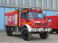 Mercedes-Benz UNIMOG U 5000 Waldbrandlöschfahrzeug (WaldBrdL-Kfz) des Zentrum Brandschutz der Bundeswehr/ Truppenübungsplatzfeuerwehr Altengrabow. Der feuerwehrtechnische Aufbau/Ausbau ist von der Firma Ziegler.