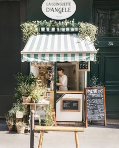 Paris starts putting on her Spring outfits. and I love that! Happy weekend, everyone 🌿🌸🍃! Cafe Shop Design, Store Design, Store Front Design, Bakery Design, Cafe Restaurant, Restaurant Design, Cafe Interior, Interior Design, Design Design