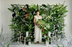 Inspired by the urban setting of Los Angeles and the tropical summer trends this season, today'swedding inspiration is perfect for the creative couple who dreams of a modern + fun tropical themed wedding in an urban city setting. With an emphasis on verdant foliage andunique industrial pieces +decor, photographerJennifer Sosa+ planner/designer, Caroline, of Pursue Love...
