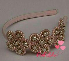 Pearl Headband, Diy Headband, Baby Headbands, Ribbon Art, Ribbon Crafts, Headband Tutorial, Handmade Hair Accessories, Silk Art, Beaded Brooch